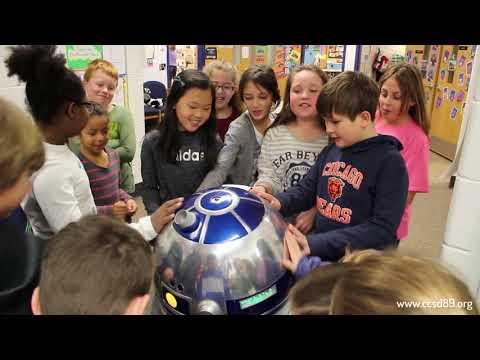 Homemade, working R2-D2 visits Briar Glen Elementary School