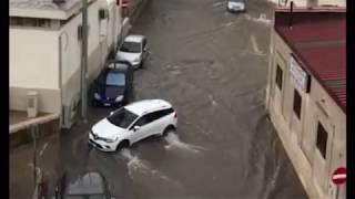 Temporale in città, le strade diventano fiumi