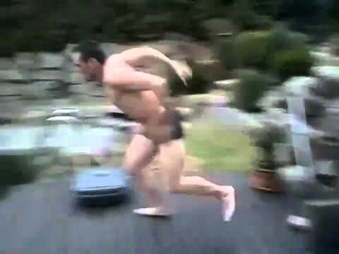 Il saute dans une piscine .... mais l'eau est gelée ! :D
