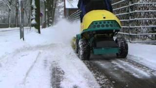 Cramer Frontmäher TOURNO mit Schneeschild und Kehrmaschine