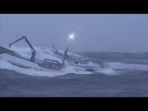 Péril en haute mer : quand la tempête frappe !