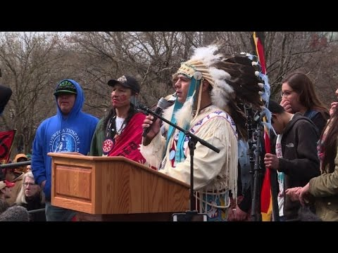 Native Americans march on White House over Dakota pipeline