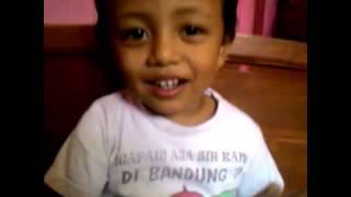 Download Video Anak dipaksa ibunya ngen... MP3 3GP MP4