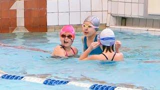 видео справками в бассейн