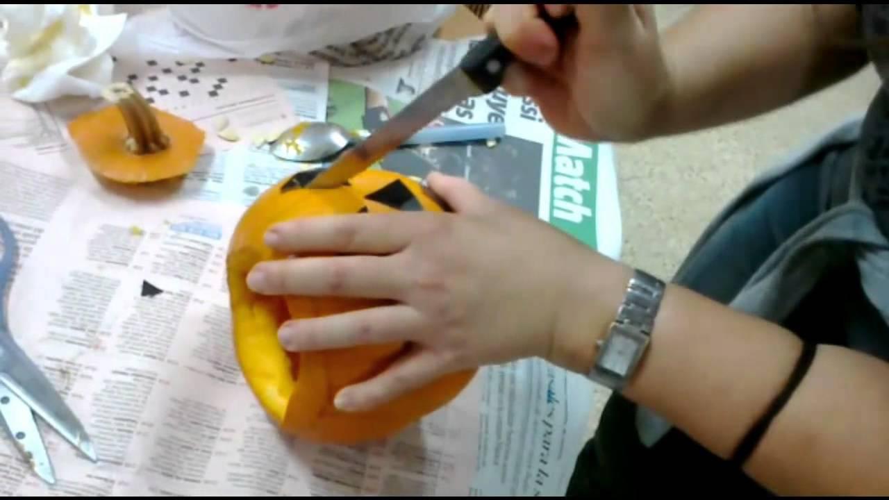 Cómo Vaciar Y Cortar Una Calabaza De Halloween Youtube