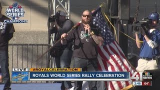 Jonny Gomes excites crowd with speech at rally