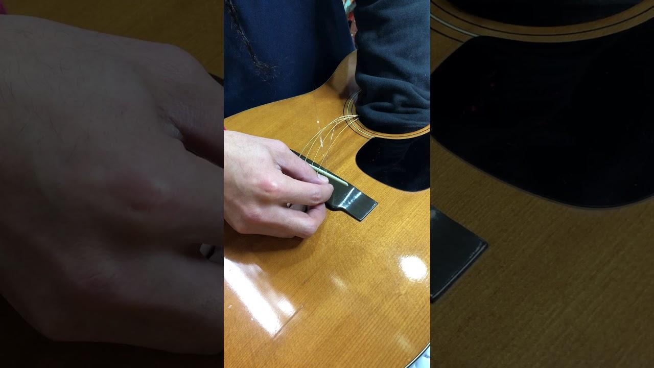 【川越のT.S.G.楽器店】アコースティックギターの弦交換 のポイント