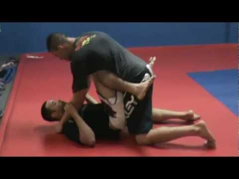 aula de jiu jitsu com professor flávio junior fight na academia mix body combat..