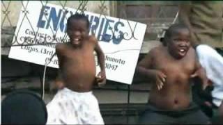 FUNNY NIGERIAN DANCE!
