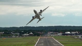 Impressive Qatar  Airways Boeing 787 Dreamliner Display, Farnborough.