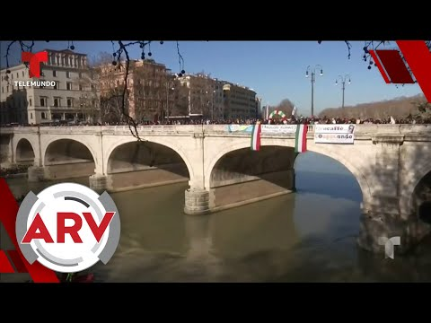 italianos-saltan-a-un-helado-río-tíber-para-recibir-el-año-nuevo- -al-rojo-vivo- -telemundo