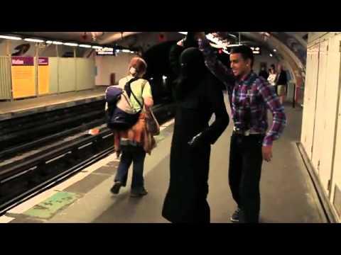Danse dans le metro paris contre la loi interdisant le - Loi interdisant le port du voile en france ...
