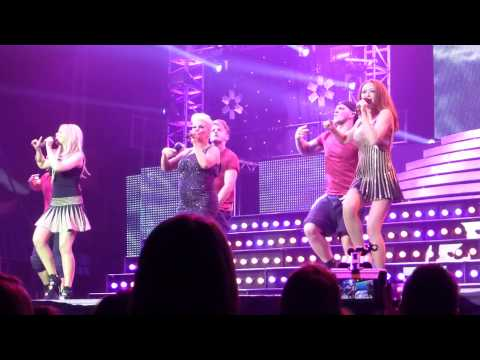 Big Reunion Christmas Party Tour: Atomic Kitten - The Tide Is High (Live, Nottingham)