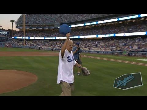 STL@LAD Gm2: Wills throws ceremonial first pitch