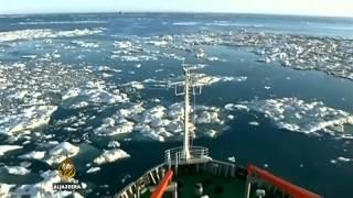 Brod spasitelj ostao zarobljen u ledu