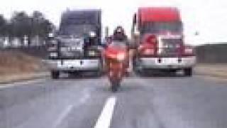 vuclip Ducati 916 persecucion