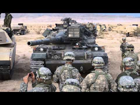 74式戦車の姿勢制御を初めて見る米陸軍兵士達