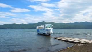 山梨県南都留郡山中湖村に水陸両用車「カバ号」が2台運行して人気を集め...