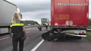 Bedrijfsbusje botste achterop vrachtwagen op A37 bij Klazienaveen