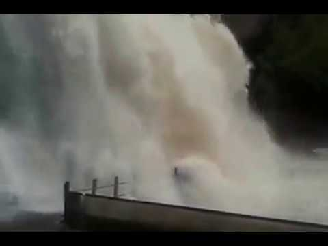 Courtallam Heavy Floods | Kutralam Waterfalls | Today Right Now