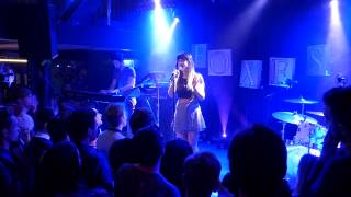 Baixar Foxes - Let Go For Tonight ( Live @ Bitterzoet / Amsterdam - 13-04-2014 )