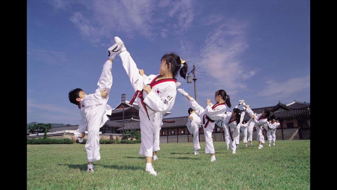 Taekwondo WTF Как завязать пояс и сложить добок - YouTube