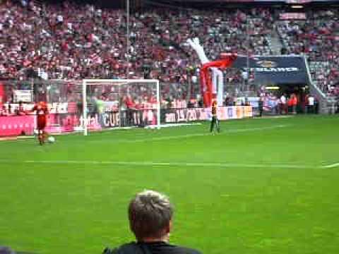 FC Bayern München 2:1 VfB Stuttgart - Aufwärmen Philip Lahm+Arjen Robben (14.05.2011)
