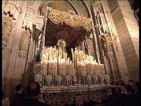 La Esperanza Macarena por la catedral de Sevilla