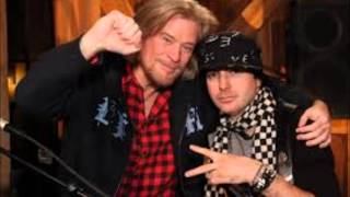 Daryl Hall and Kevin Rudolf- Let It Rock (Live From Daryl