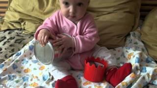 видео Развитие ребенка в 5 месяцев с помощью игр