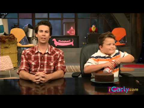 ICarly  Spencer guppy and cake