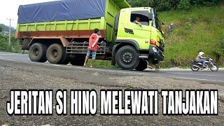 Dump Truck Hino Menjerit Melewati Tanjakan Gentong
