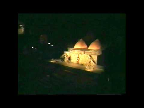 "ANTONIO ORFANO' -TAORMINA TEATRO GRECO ""UPUPA MY DREAM IS MY REBEL KING""scena di MACKIE MESSER"