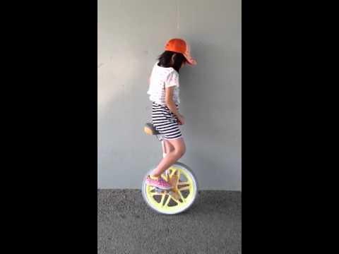小学一年生 一輪車練習中!
