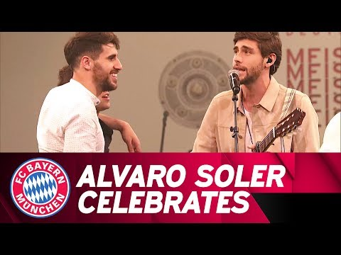 Alvaro Soler celebrates with FC Bayern!