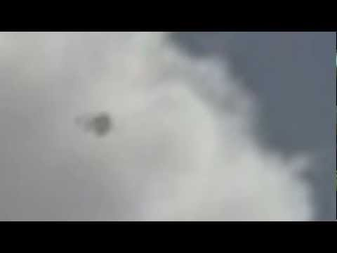 UFO Sightings UFO Caught In Broad Daylight 2013! Weird Footage What is it?