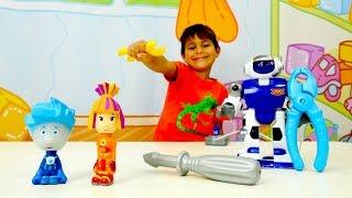 Çizgi film oyuncakları. Tamircikler ile robot tamiri