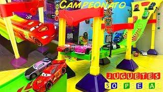 DISNEY CARS PIXAR NEON RACE-OFF TRACK SET CAMPEONATO Carros de Carrera para niños  Pista de Coches