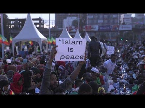 شاهد: إفطار ضخم في شوارع العاصمة الإثيوبية يدعو فيه مسلمو البلاد من أجل السلام …  - نشر قبل 1 ساعة