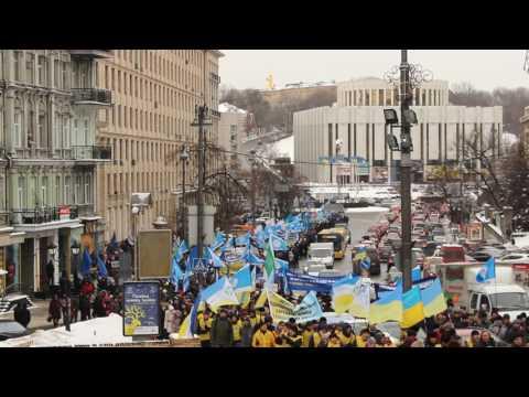 Прохід колони мітингувальників вулицею Грушевського 08.12.2016