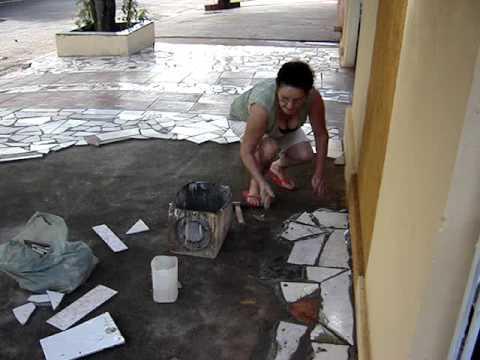 Revestimento decorado com restos de cermica