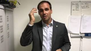 Eduardo Bolsonaro responde Junior da dupla Sandy & Junior