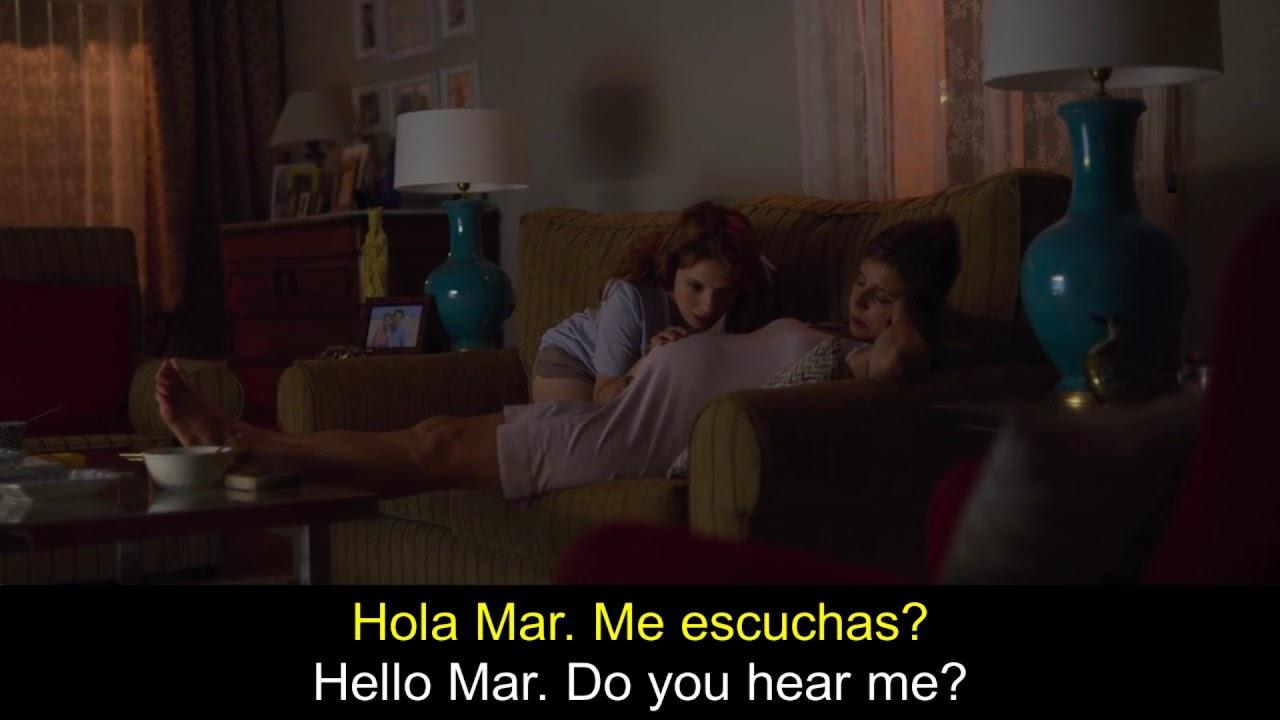 Valeria talks to her future niece. Valeria habla con su futura sobrina. Netflix