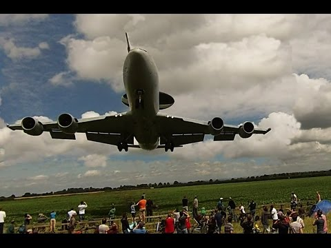 RAF Waddington airshow 2014 landings, some quite low