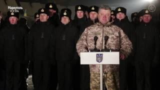Порошенко пообещал поднять зарплаты военным