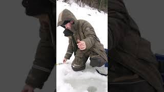 Экстримальная рыбалка в Сибири на Красноярском водохранилище Снег ветер отличный клёв