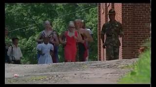 момент из фильма майор пэйн мальчики бегают в платьях