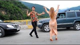 Девушка В Красивом Наряде C Крутой Тачкой Танцует В Азербайджане 2019 ALISHKA RAINA (Balaken)