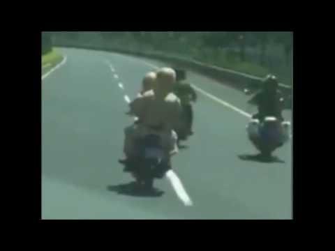 Clip 3 cảnh sát đánh 2 thanh niên vi phạm giao thông