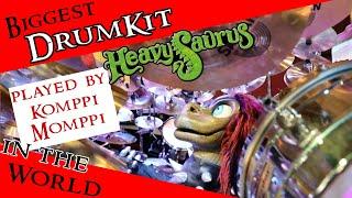 Komppi Momppi von Heavysaurus spielt das größte Schlagzeug der Welt